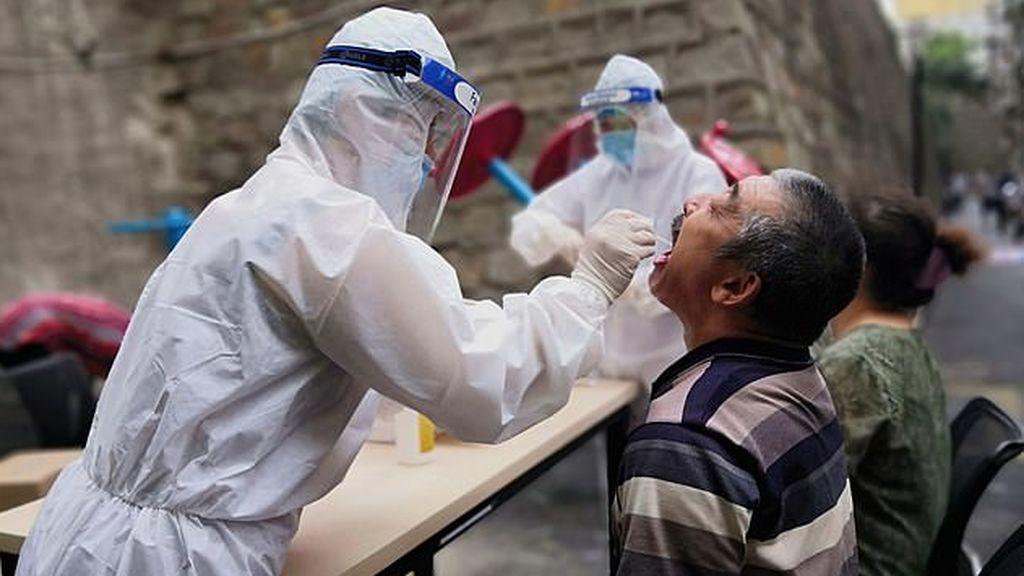 Una ciudad china impone medidas de cuarentena de emergencia tras registrar tres casos de coronavirus