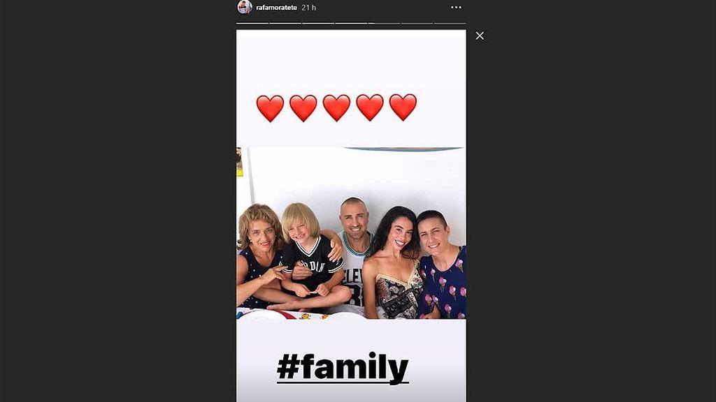 Rafa Mora junto a su familia