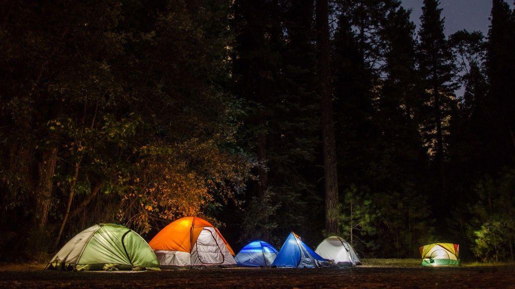 Tiendas de campaña familiares, la solución si te vas de camping este verano
