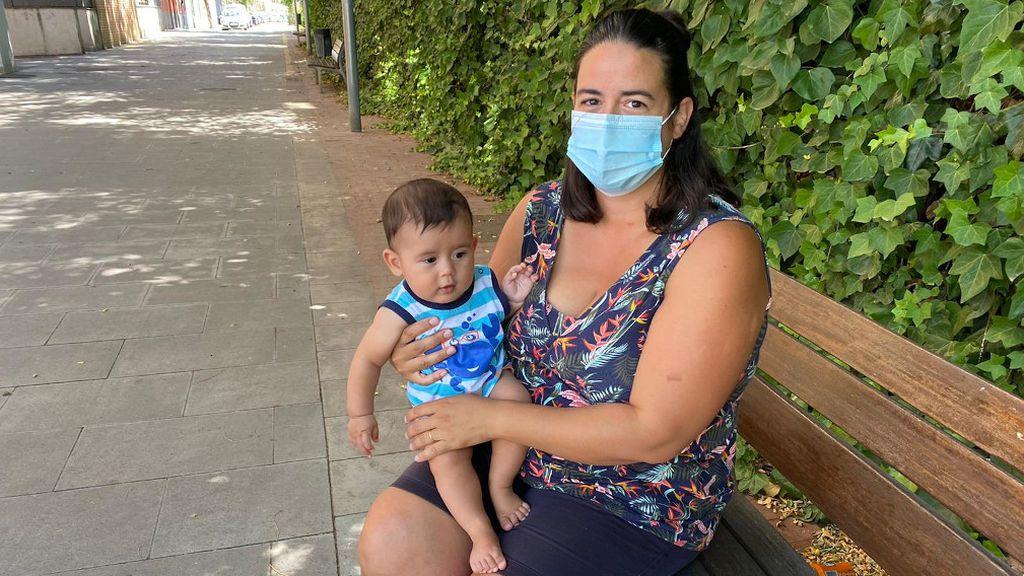 Envian a una madre que daba el pecho a su hijo al vestidor en una piscina de Montcada i Reixac