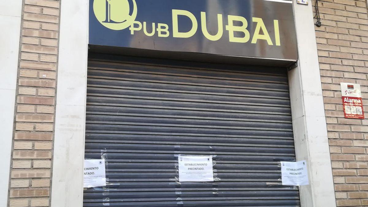 El pub Dubai precintado en la localidad murciana de Totana.