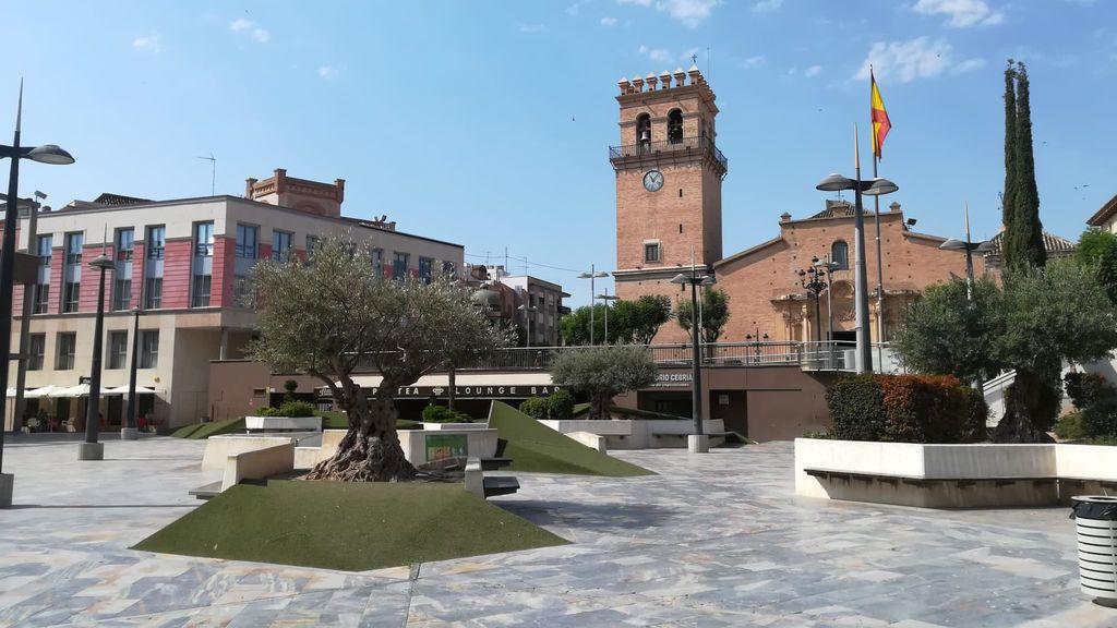 La plaza del Ayuntamiento de Totana vacía esta misma mañana.