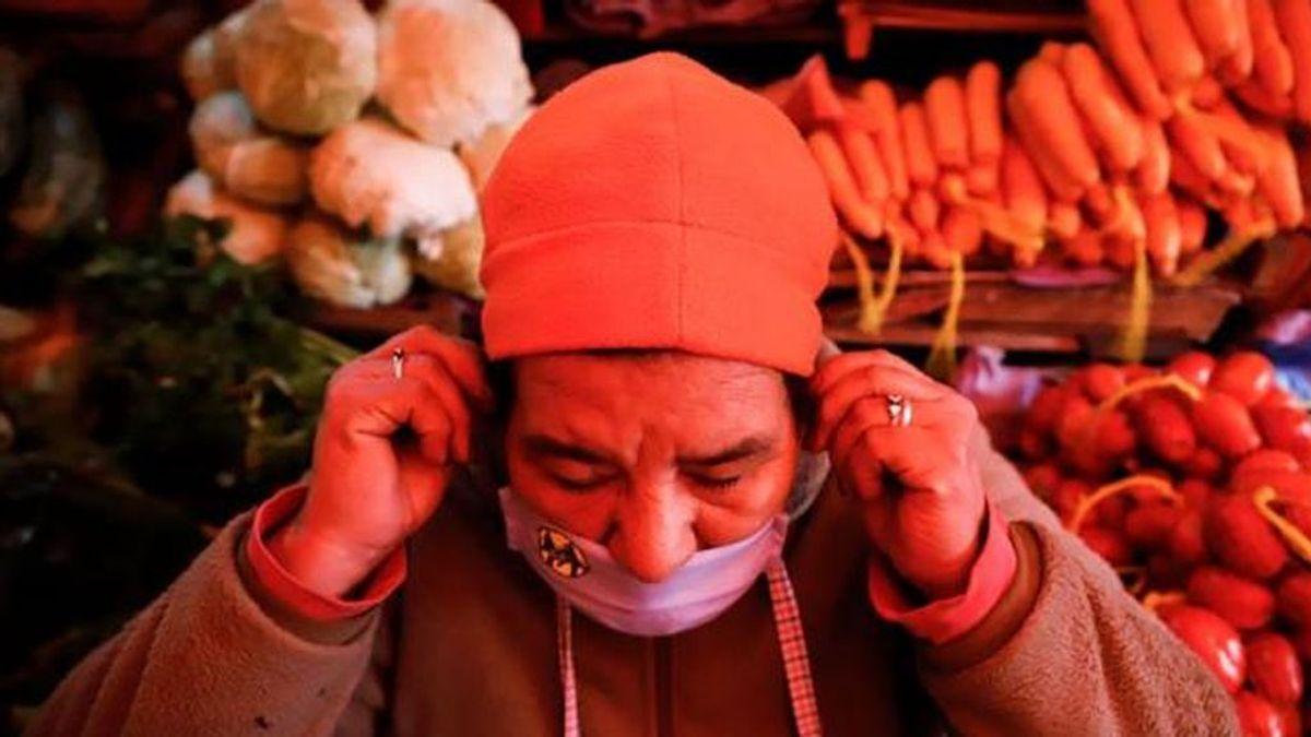Ponerse la mascarilla por debajo de la nariz facilita el contagio por coronavirus, según prueba un estudio