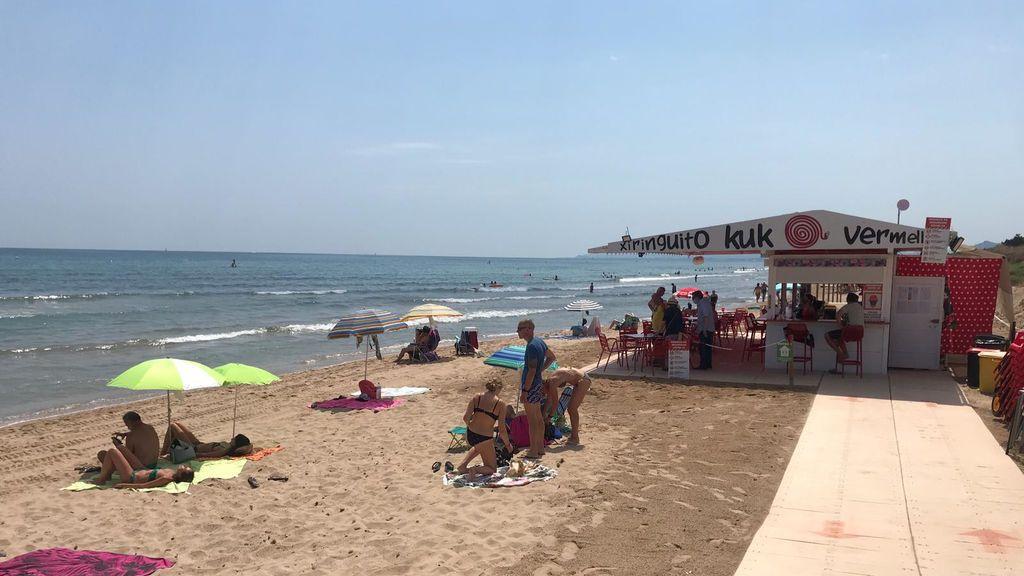 Chiringuito en la playa de Oliva.