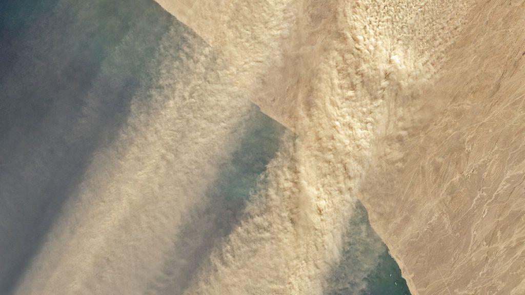 Un satélite detecta corrientes de polvo extendiéndose desde Namibia al océano Atlántico