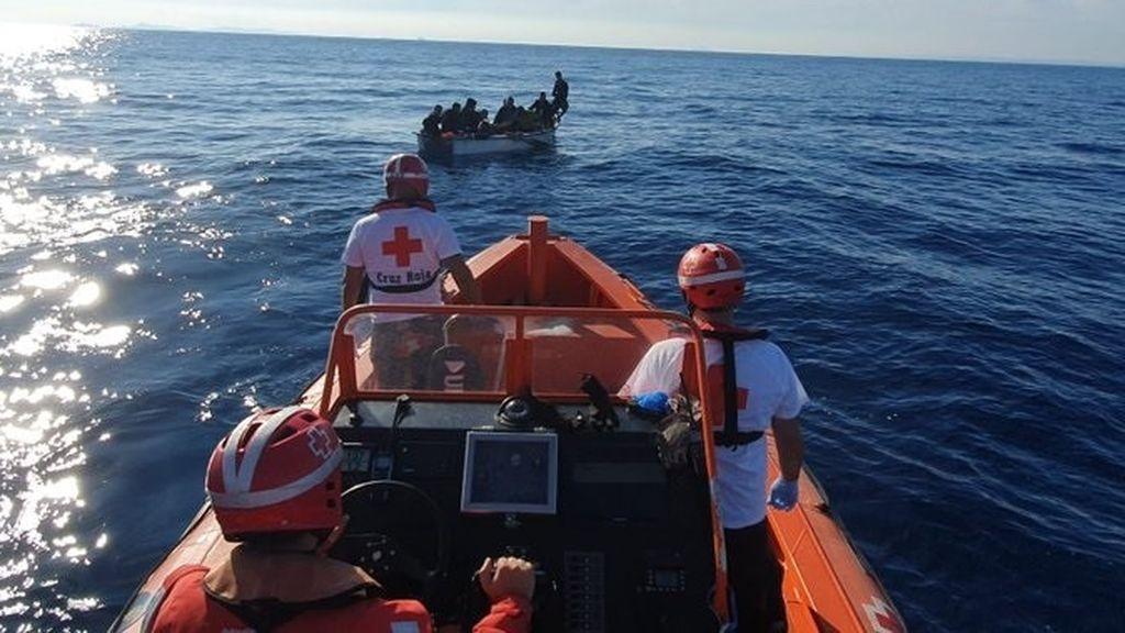 Llegan seis pateras a las costas de Alicante con unas 70 personas a bordo