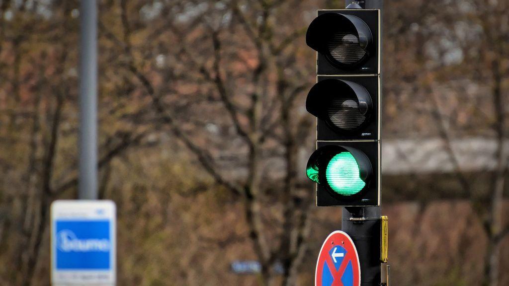 Un hombre que iba a hacerse la prueba de COVID-19 muere en un accidente de tráfico por un semáforo averiado