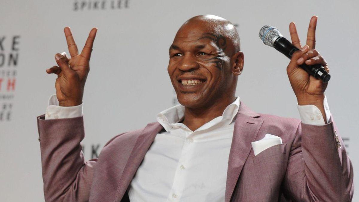 Tyson firma su contrato de vuelta al ring con polémica: aparece fumándose un cigarro de marihuana