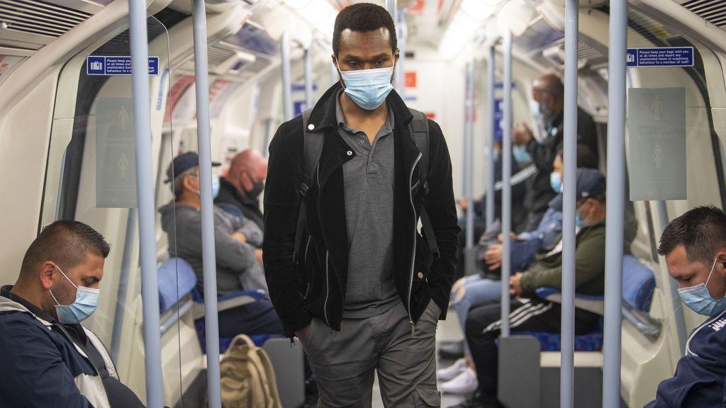 Pasajeros en el metro de Londres