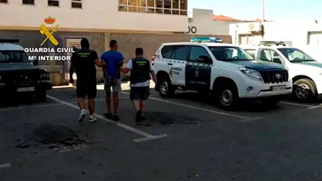 """""""Vacaciones delictivas"""" de un murciano en Torrevieja: dos asaltos a cuchillo, un atraco y el robo de un barco"""