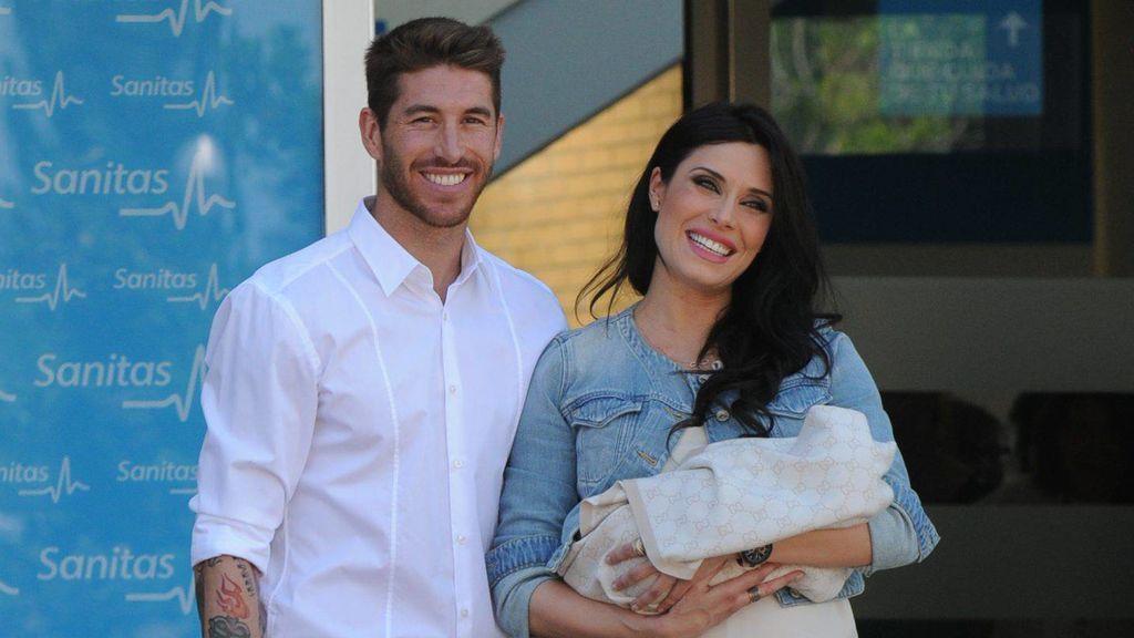 Sergio Ramos y Pilar Rubio posan con su primer hijo