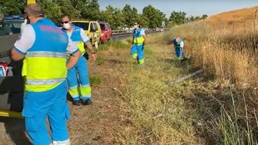 Localizan en una cuneta a una mujer muerta con signos de haber sido atropellada y a una joven herida grave en Madrid