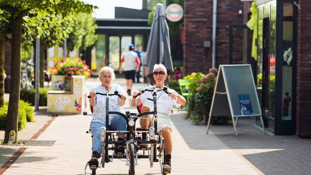 Rutinas, estímulos y autonomía: Hogeweyk, la comunidad pionera para personas con demencia que recrea la vida en la ciudad