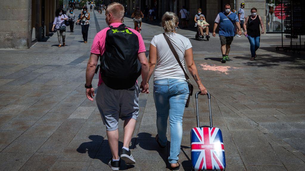 Reino Unido roza los 700 casos de coronavirus diarios mientras recomienda no viajar a Canarias y Baleares
