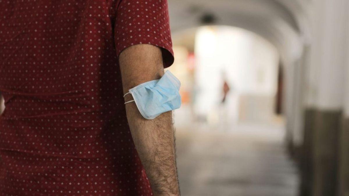 """Una campaña anima a no usar mascarilla y """"saturar el sistema sanitario"""" denunciando a médicos"""