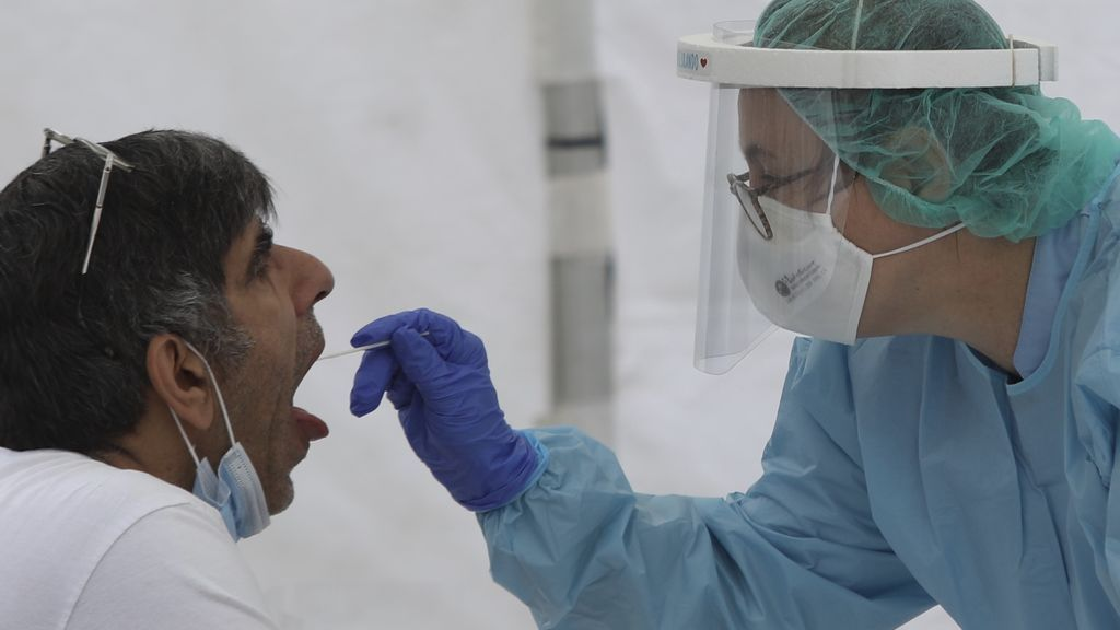 Las pruebas de esputo son más sensibles para detectar la COVID-19 que las PCR de garganta y nariz