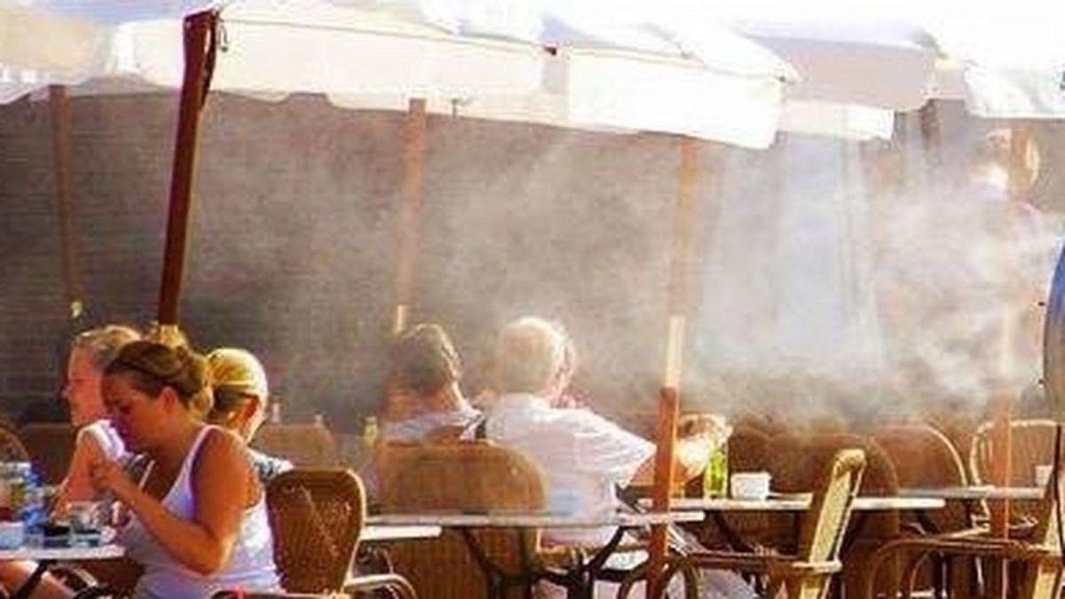 Sanidad desaconseja los nebulizadores de agua de las terrazas: pueden propagar el coronavirus