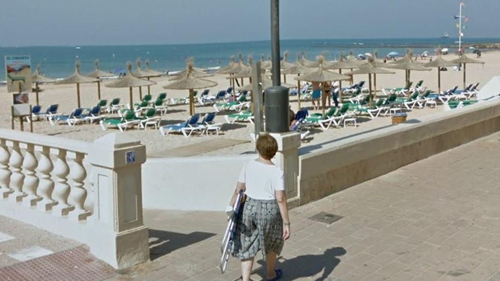La televisión británica pone la playa gatinada de Chipiona como ejemplo de distancia social en España