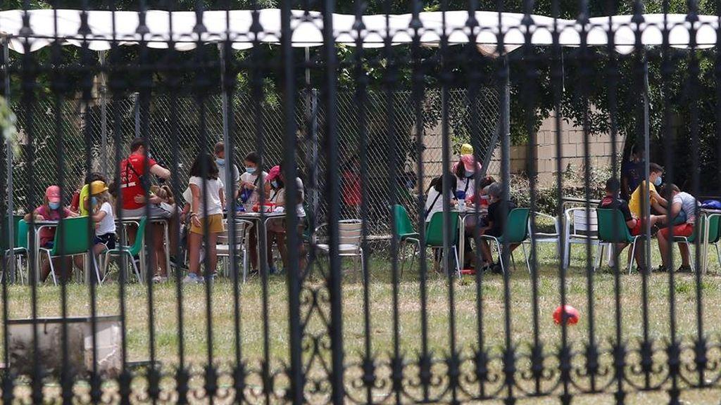Aislados 10 menores en un campamento de verano en Olot después de que un monitor diera positivo en Covid-19
