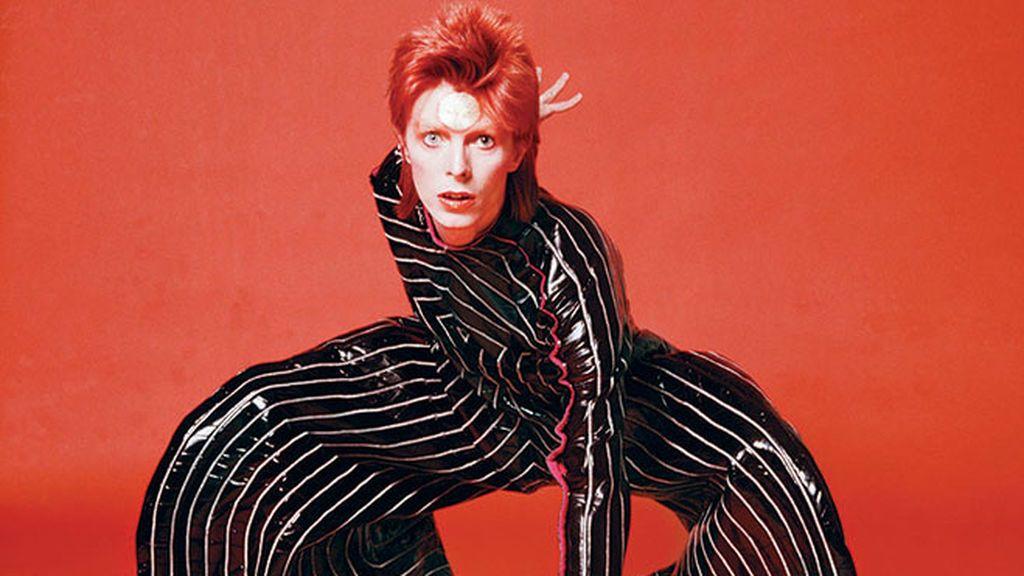 Muere el diseñador fetiche de Bowie: trajes icónicos de Stardust que tienes en la cabeza