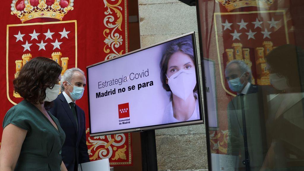 La cartilla COVID-19 de la Comunidad de Madrid, en el foco de la polémica: Illa también lo rechaza