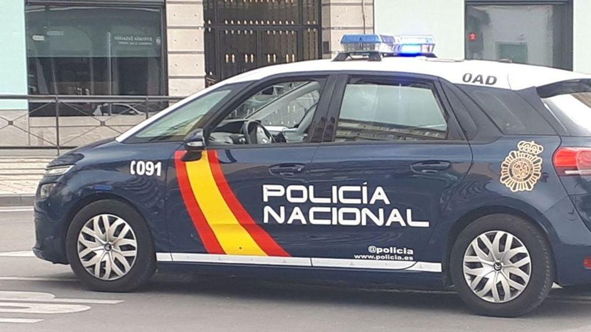 La Policía reduce con un tiro a un hombre que había robado el arma a un agente en Granada