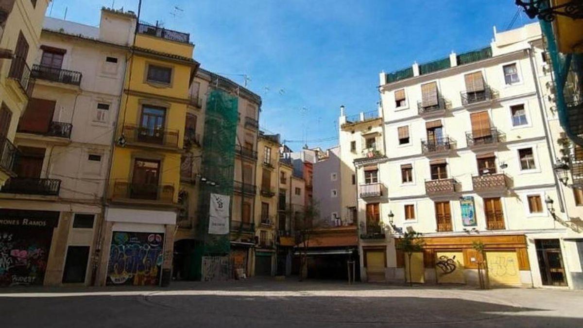 Plaza Lope de Vega, vacía, un mediodía cualquiera en tiempos del covid-19.