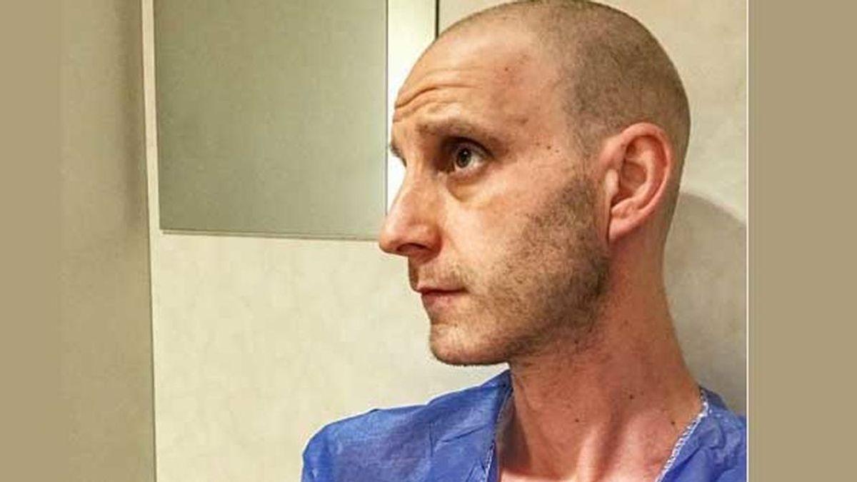 """La dura imagen de Dani Rovira en su sesión de radioterapia contra el cáncer: """"Siempre fuerte"""""""