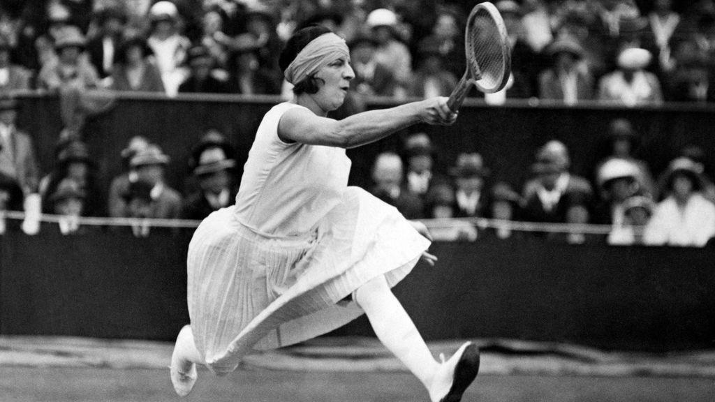 Suzzane Lenglen jugando un partido de tenis