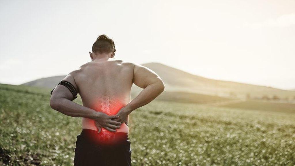 corredor con lesión en la espalda por correr