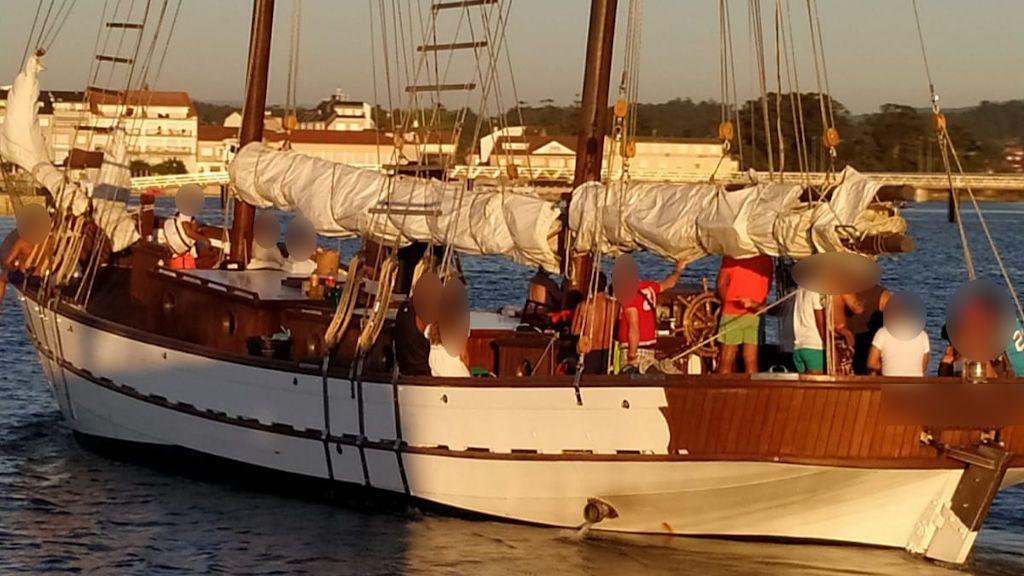 Fiesta ilegal en un velero: duplicando el pasaje autorizado, sin mascarilla y sin respetar la distancia de seguridad