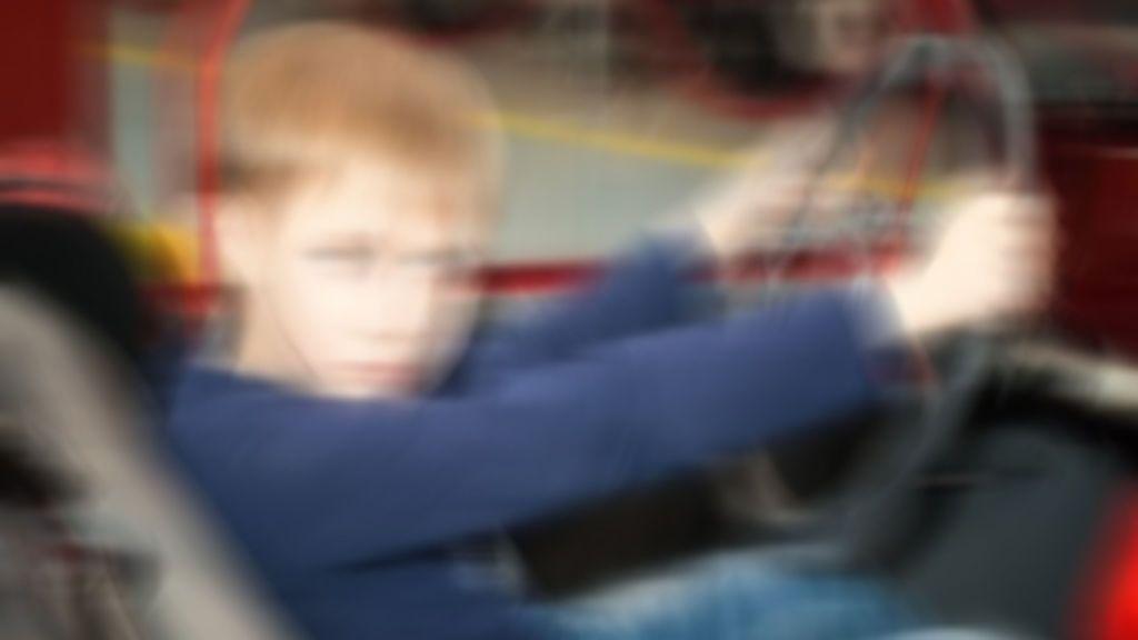 Pillan a un niño de 13 años conduciendo un coche por una calle de Alicante