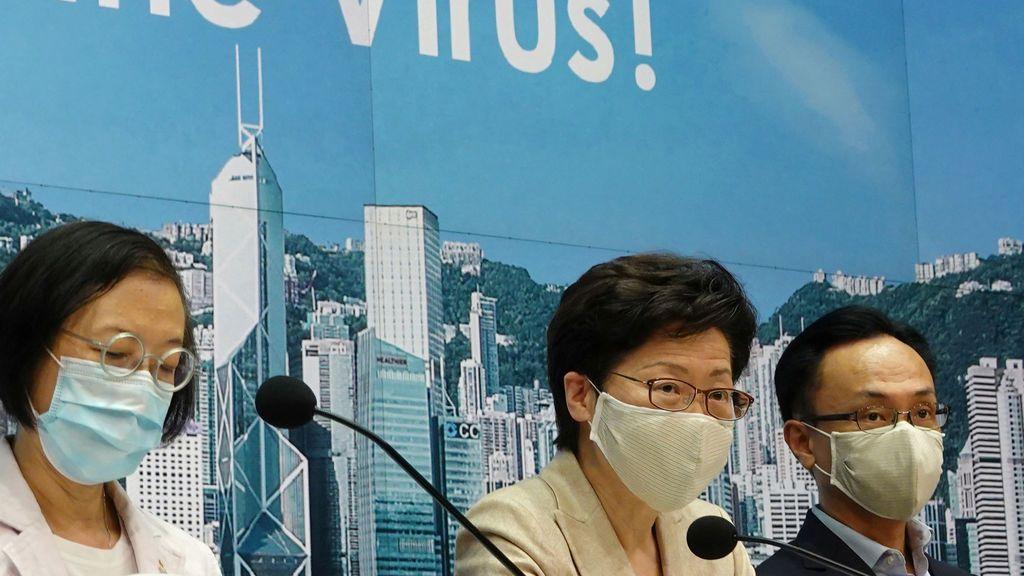 """Hong Kong alerta de que un brote de coronavirus """"a gran escala"""" puede colapsar su sistema sanitario"""