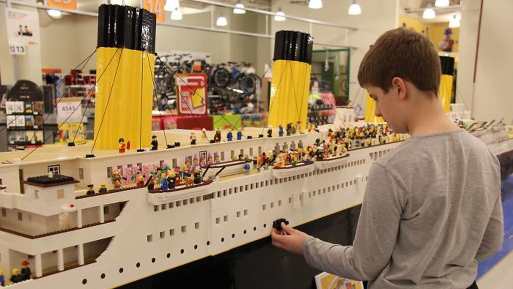 Réplica del Titanic con Legos