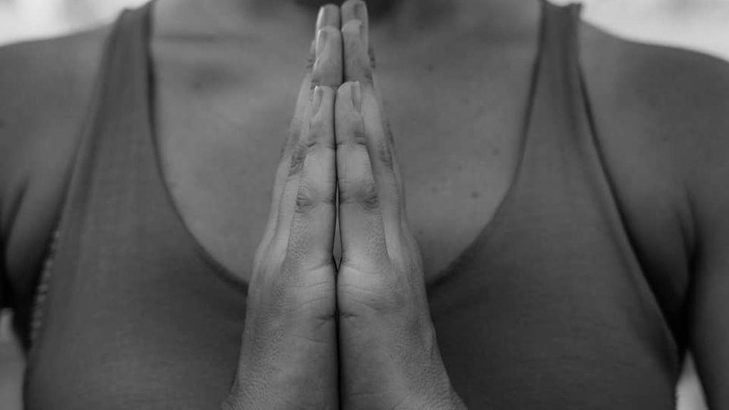 postura de Namasté mudra en yoga