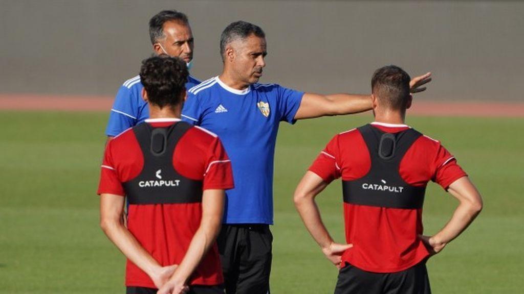 El Almería informa de un positivo por coronavirus en su plantilla y pone en riesgo la celebración del play-off