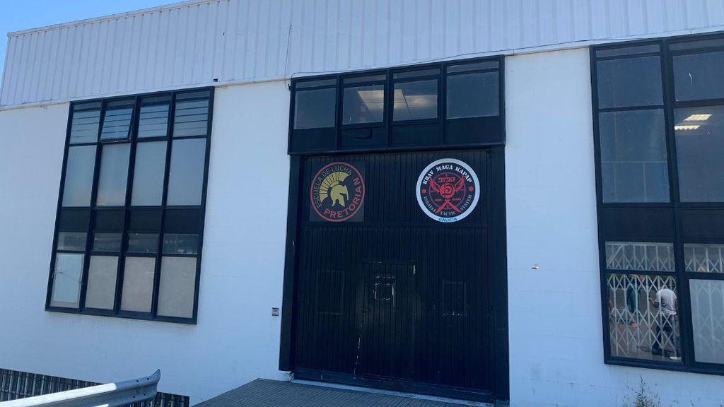 El portero que cerró un pub en Oleiros por su positivo, origen de un brote de 18 personas en un gimnasio de Arteixo