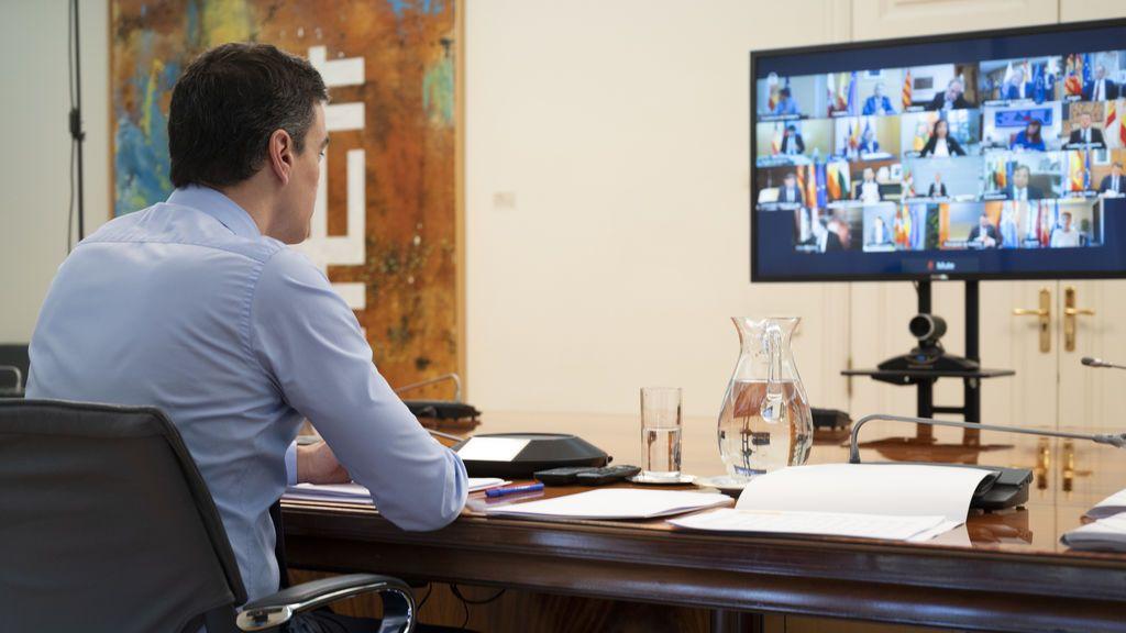 Pedro Sánchez, en videoconferencia con los presidentes autonómicos