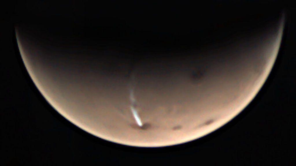 La ESA no le quita ojo a una nube de hielo gigante que aparece y desaparece en Marte
