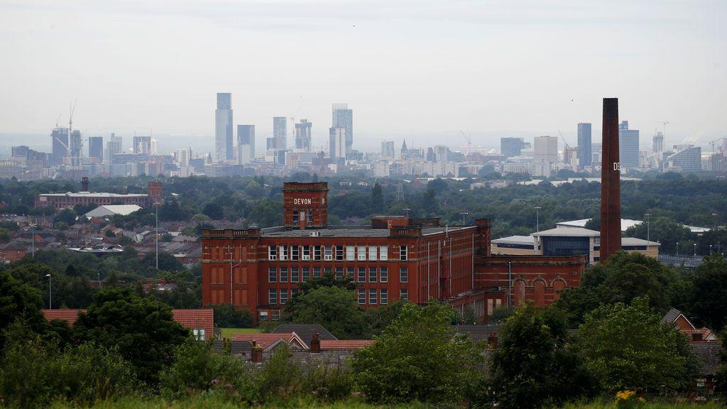 Reino Unido prohíbe las reuniones en domicilios en Mánchester por el repunte de contagios