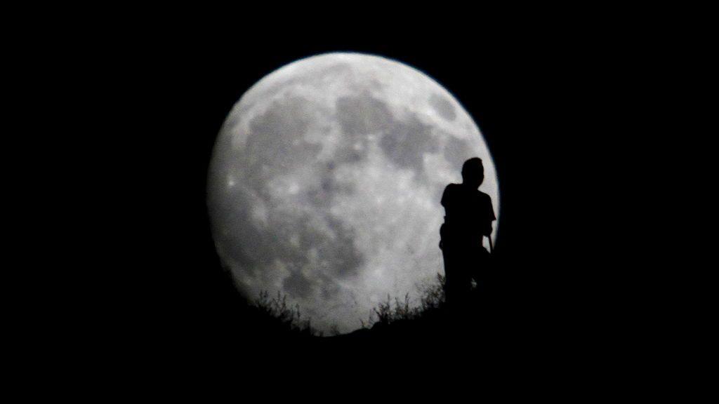 Luna llena de esturión: el plenilunio de agosto se dejará ver con Júpiter y Saturno