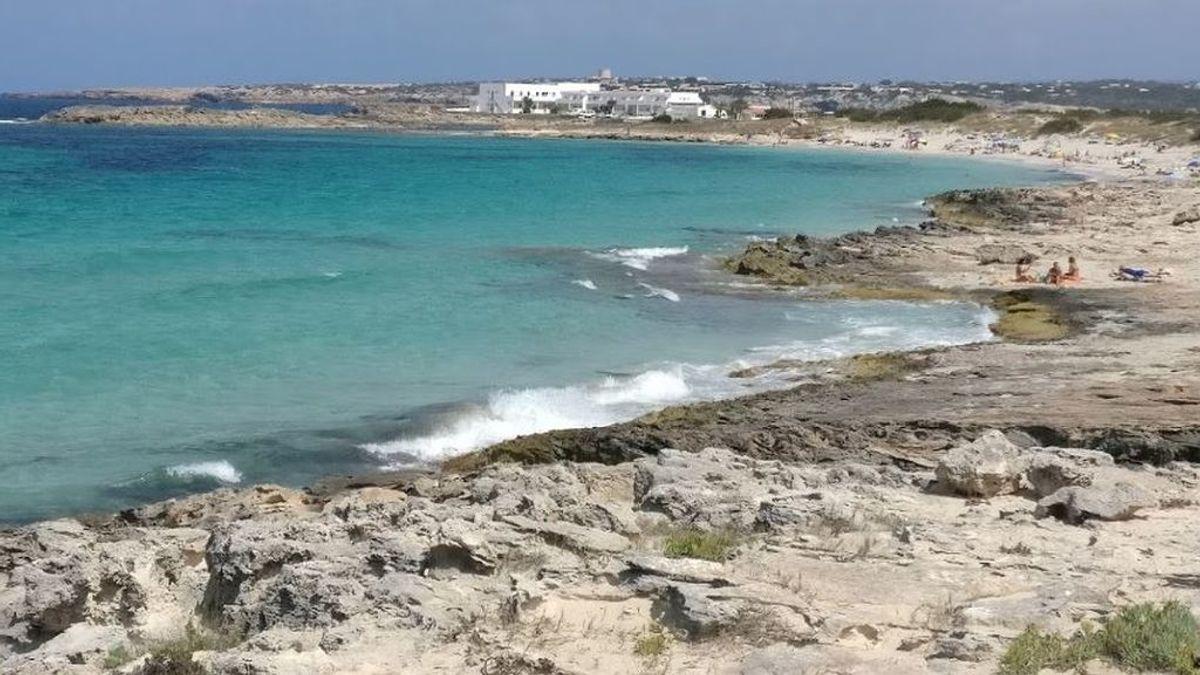 Un menor de 13 años, rescatado con vida tras precipitarse por un acantilado de 15 metros en Formentera