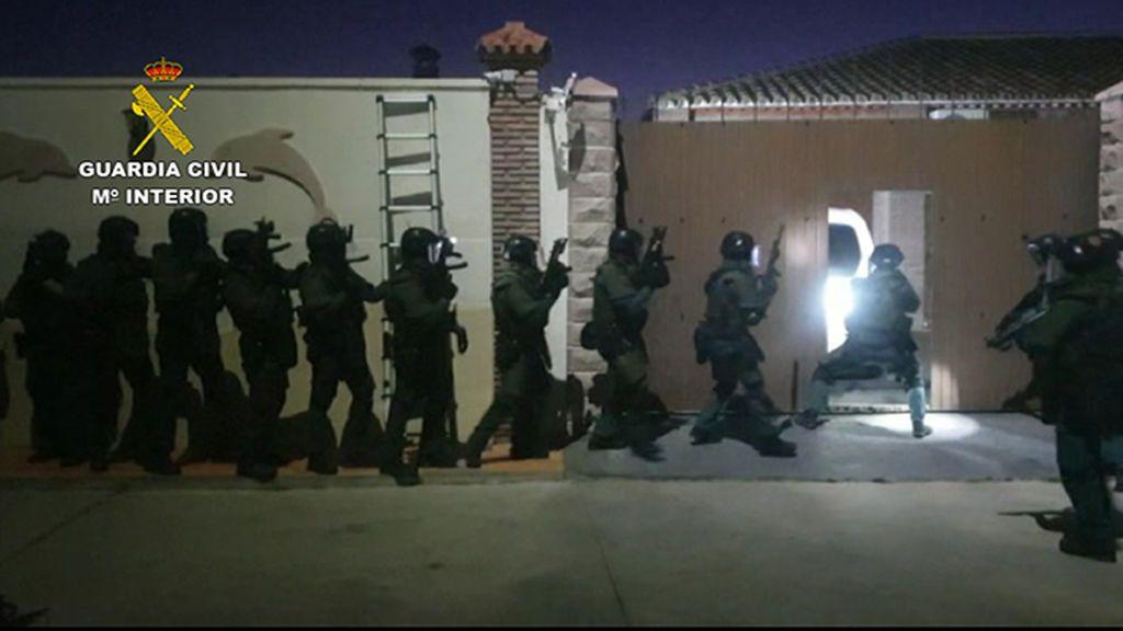 El narco como plató; un videoclip de Canelita fue grabado en la casa del líder de `Los Pantoja´