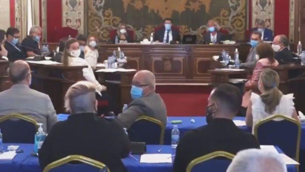 """Concejal Podemos acusa de """"micromachismo"""" al alcalde por el aire acondicionado"""