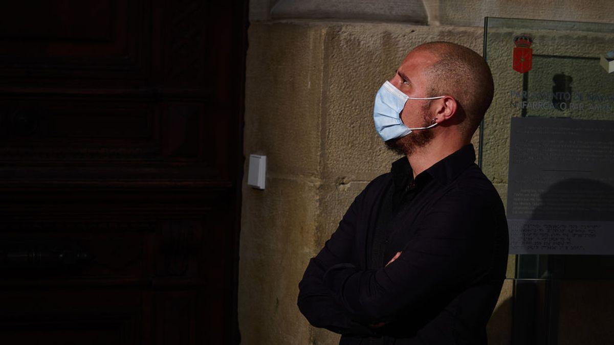 EuropaPress_3053542_hombre_mascarilla_protegerse_coronavirus_frente_edficio_dia_54_estado