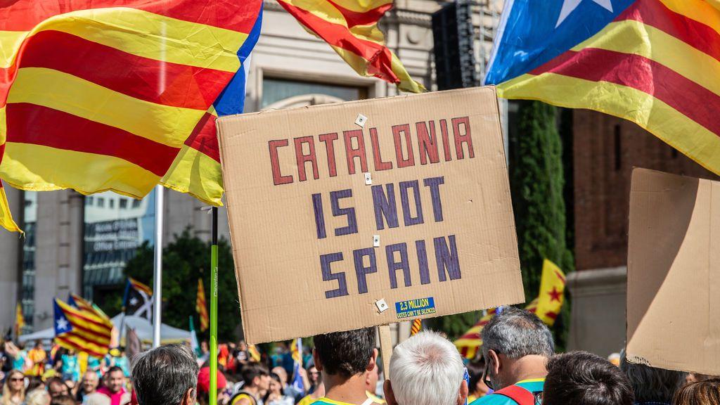 El sí a la independencia en mínimos según el CIS catalán: la mitad de los catalanes la rechazan