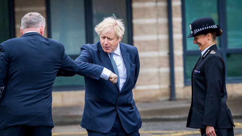"""Reino Unido retrasa las fases de """"relajación"""" por el coronavirus"""