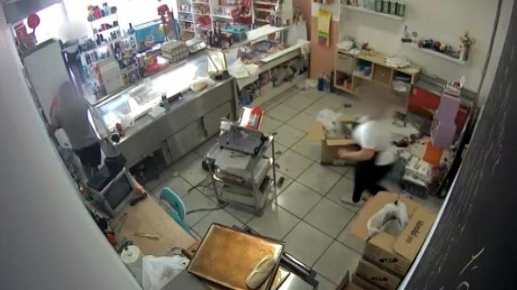 Una panadera detiene a un ladrón que quiso llevarse la caja registradora