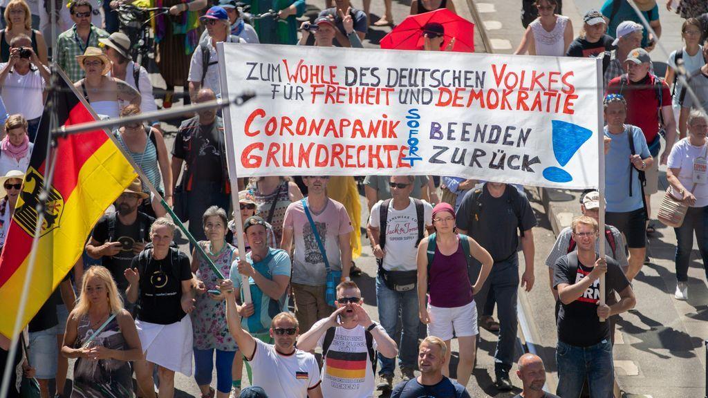 La Policía disuelve la manifestación en Berlín contra las medidas ...