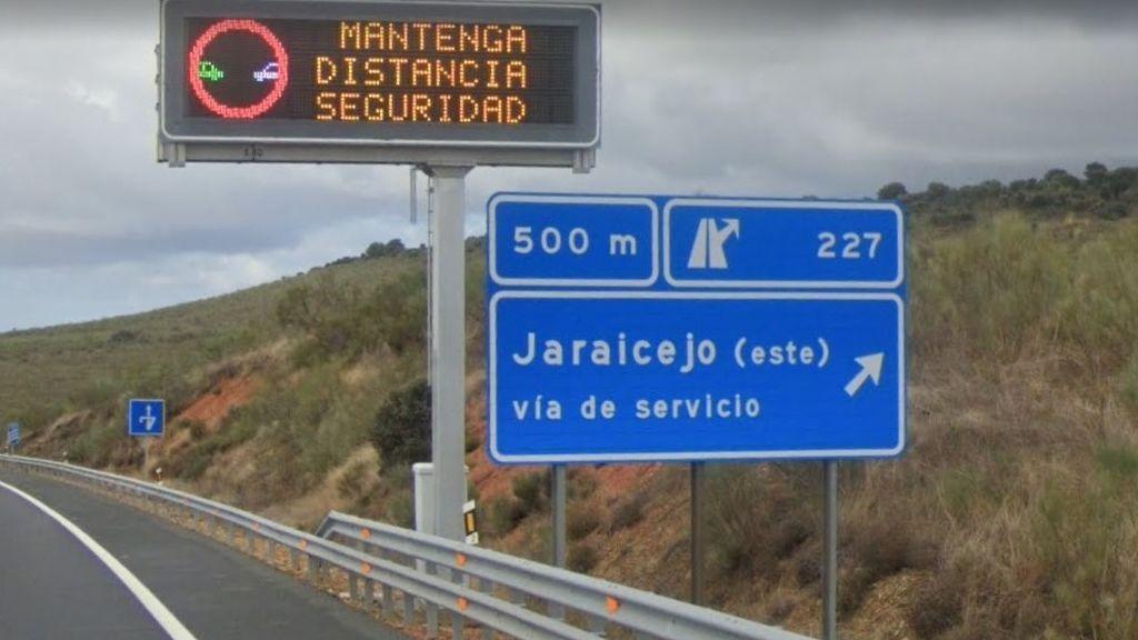 El incendio de un vehículo a la altura de Jaraicejo (Cáceres) mantiene cortado un tramo de la A-5